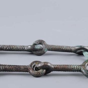 Twee bronzen paardenbitten uit de vroege ijzertijd