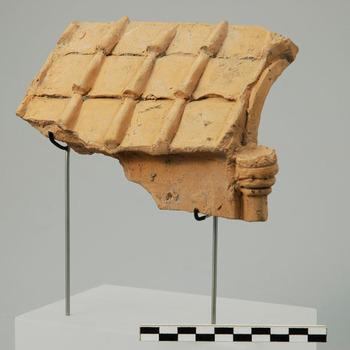 Fragment van een terracotta model van een tempel uit de Romeinse tijd