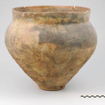 Pot (urn) van aardewerk uit de late Bronstijd - vroege IJzertijd
