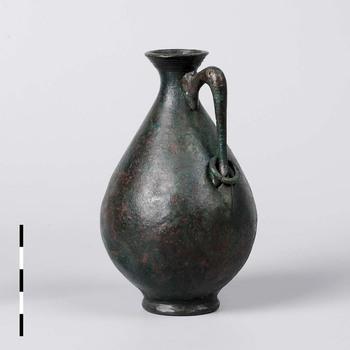 Kleine fles/amfoor van brons uit de midden Romeinse tijd