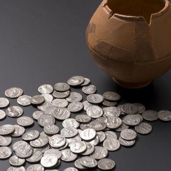 Aardewerken potje met zilveren munten uit de Romeinse tijd