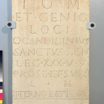 Altaar van kalksteen uit de Romeinse tijd, gewijd aan Jupiter