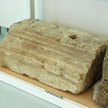 Blok van kalksteen van een tempel uit de Romeinse tijd