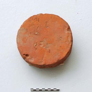 Ronde baksteen van bouwkeramiek uit de Romeinse tijd