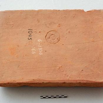 Tegel van baksteen uit de Romeinse tijd