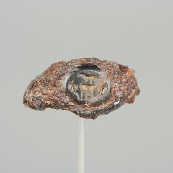 Ring van ijzer en gem van natuursteen uit de Romeinse tijd