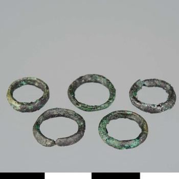 Vijf kleine bronzen ringen uit de Romeinse tijd