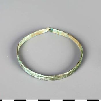 Armband van brons uit de laat Romeinse tijd