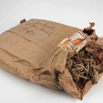 Zelfverbouwde tabak uit 1943