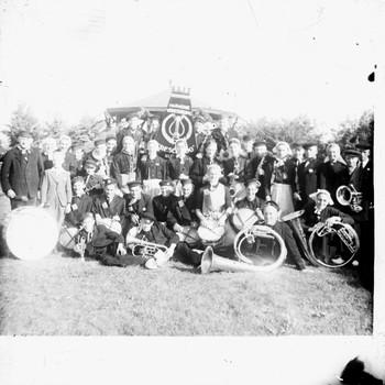 Groepsfoto van de Nijkerkse Harmonievereniging Crescendo