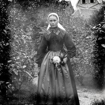 Portret van een meisje in klederdracht