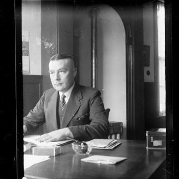 Portret van Bruins Slot, burgemeester van Nijkerk van 1939 tot 1957