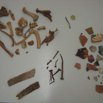 Fragmenten, aardewerk/been