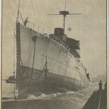 Van de werf van de N.V. Nederlandsche Scheepsbouw Maatschappij te Amsterdam werd zaterdag de nieuwe flottielje-leider  Jacob v. Heemskerck te water gelaten. Het schip glijdt in zijn element      18 oktober 1939