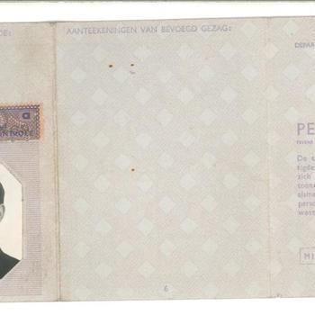 Vals Persoonsbewijs op naam van Adrianus Marinus van Bijleveld (met foto Hendriks Josephus Brouwers)