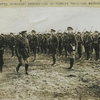 WO I; bezoek kardinaal aan Ierse troepen