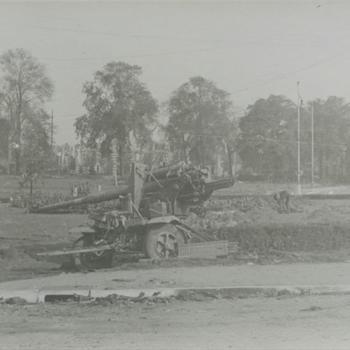 Nijmegen, uitgeschakeld Duits 88mm kanon, Keizer Lodewijkplein