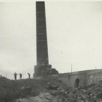 Steenfabriek Spijk, schoorsteen oven D, kort voor het omvallen