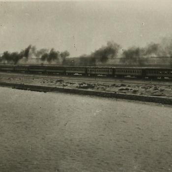 Ned. Indië, Tijgerbataljon: Juni 1949; Suez kanaal - stoomtrein