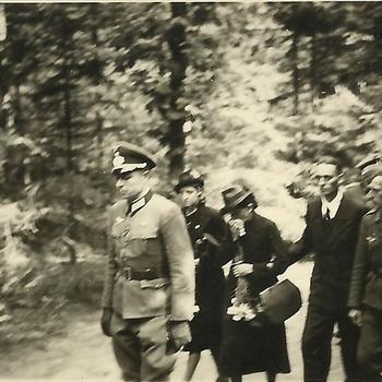 begrafenis Duitse soldaat, aankomst bij begraafplats