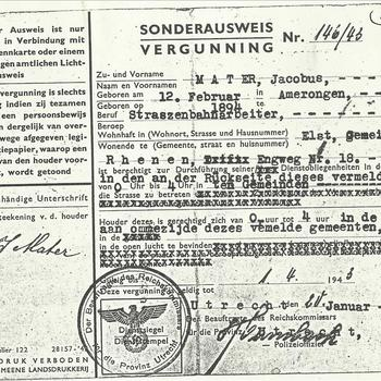 Sonderausweis - vergunning  op naam van J. Mater, geboren op 12 februari 1894 te Elst