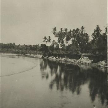 Ned. Indië na WO 2; rivier, kali, vissen, hengel