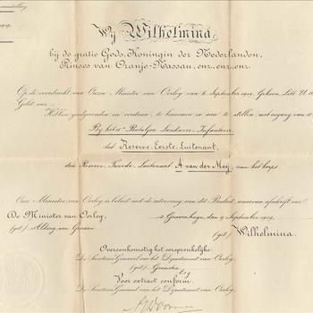 Oorkonde van Wilhelmina, bij de gratie Gods, Koningin der Nederlanden, Prinses van Oranje-Nassau, enz , enz, enz, hebben goed gevonden en verstaan te benoemen met ingang van 15 september 1919 bij het 15e Bataljon Landweer den Tweede  Luitenant  A. van der Meij tot Reserve Eerste Luitenant.
