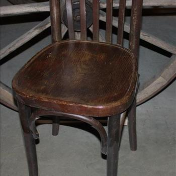 Houtenstoel met ronde rugleuning