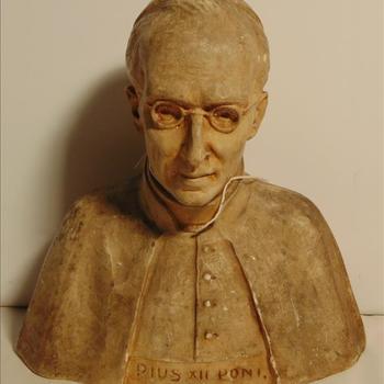 borstbeeld van Paus Pius XII