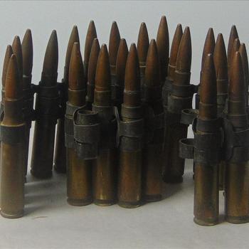 Munitie,  .50 inch (12,7mm)-patronen. Het is effectief tegen infanterie, ongepantserde- of licht gepantserde voertuigen en boten en laagvliegende vliegtuigen.
