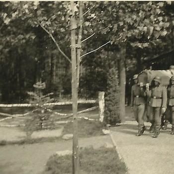 begrafenis Duitse soldaat, kist met dragers