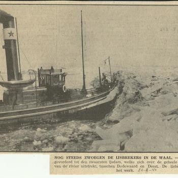 nog steeds zwoegen de ijsbrekers in de Waal    22 februari 1940