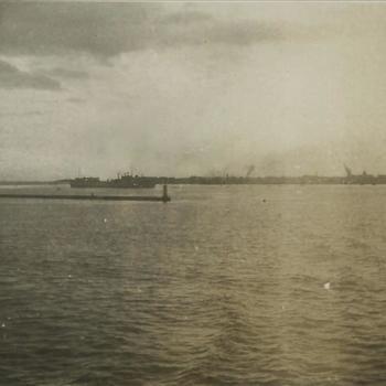 Nederlands Indië; haven, schip, strekdam