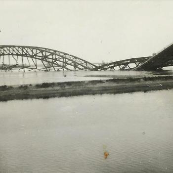 Meidagen '40, Nijmegen, Waalbrug, verkeer