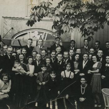 groepsfoto mannen, vrouwen en kinderen