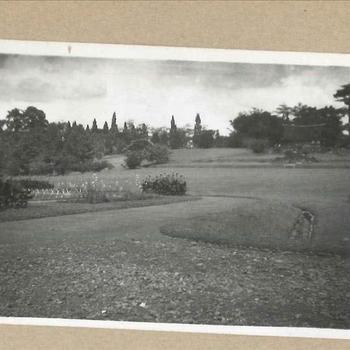 Tuin van een paleis in Nederlands-Indië