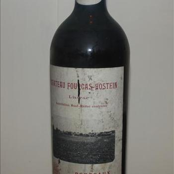 """Fles wijn """"Chateau Fourgas Hostein"""" """"Appelation Haute-Medoc Controlee"""" Bordeaux 1945."""
