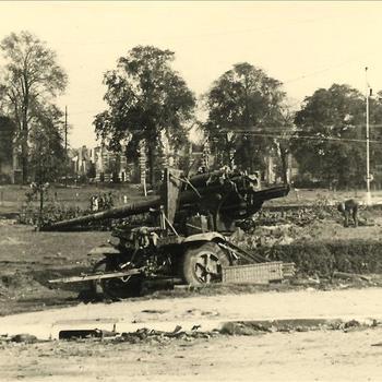 Nijmegen, uigeschakeld Duits 88mm kanon op Keizer Lodewijkplein