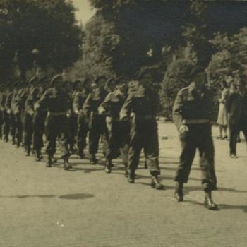 Parade Canadese militairen, Rotterdam mei 1945