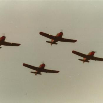 formatie vier Fokker S-11 vliegtuigen