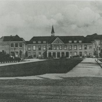 Belgische krijgsgevangenen; buitenkant oude Sint Canisiusziekenhuis