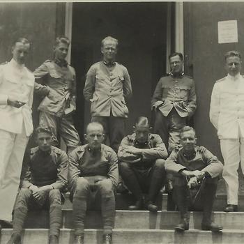 Indië album; koloniale tijd; KNIL, militairen, uniform,