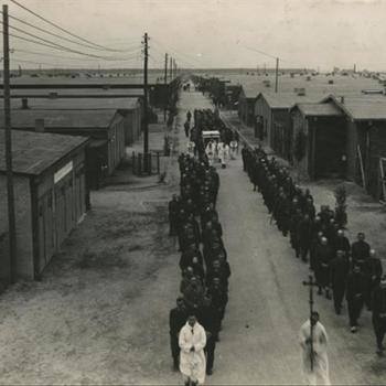processie in Stalag IVb te Mühlberg aan de Elbe