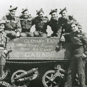 Canadese militairen bij Bren Carrier