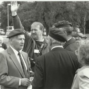Collectie Van den Bergh, veteranen in Oosterbeek, 1994