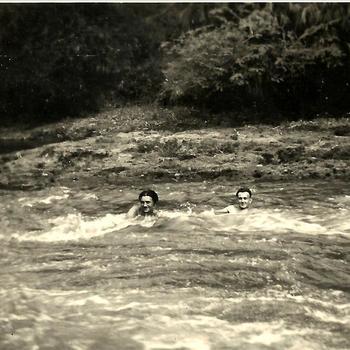 Indië na WO 2 Java; militair, stroomversnelling, kali, zwemmen