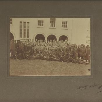 Groot groepsportret Nederlandse soldaten, Nijmegen, 14 April, 1917.