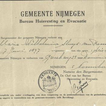 Gemeente Nijmegen, Bureau Huisvesting en Evacuatie, verleent aan M.W. Sluijs van Rossum vergunning te verhuizen