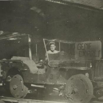 Ned. Indië na WO 2; kermis, jeep, treinstel, rail