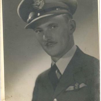 Portret Canadese piloot Flight Lieutenant Roy Russell Boulter